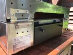 Rückansicht mit Fettschublade, Verycook Plancha Gasgrill Simplicity, 2 Brenner & emaillierte Stahlplatte | Plancha-Grill-Test.de